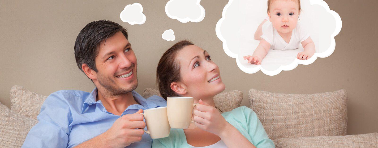 Ein Mann und seine Partnerin, die sich mitten in der Familienplanung befinden.