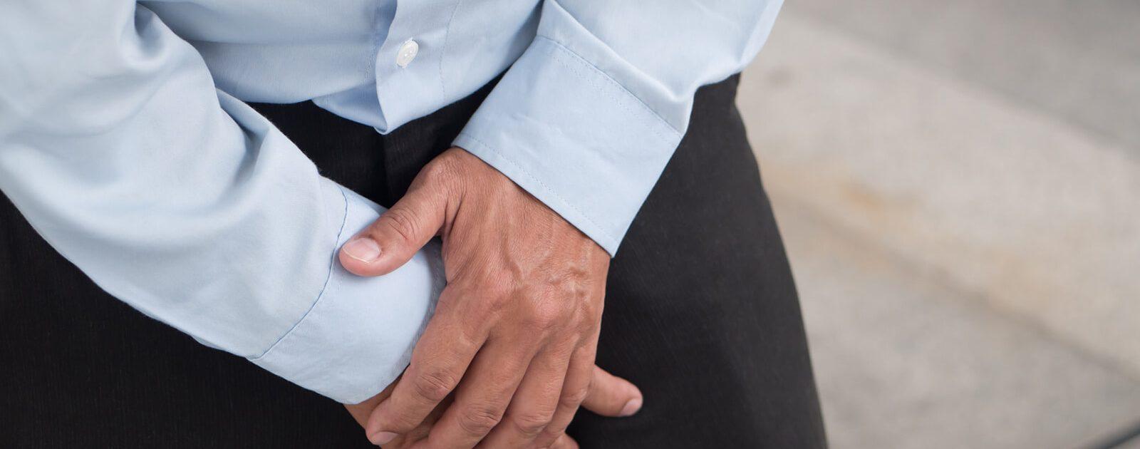 Eine Hodenentzündung verursacht bei einem Mann Schmerzen